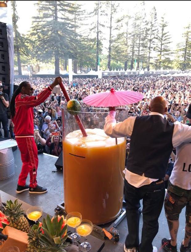 Snoop Dog e o maio Paradise Cocktail do mundo (Foto:  )