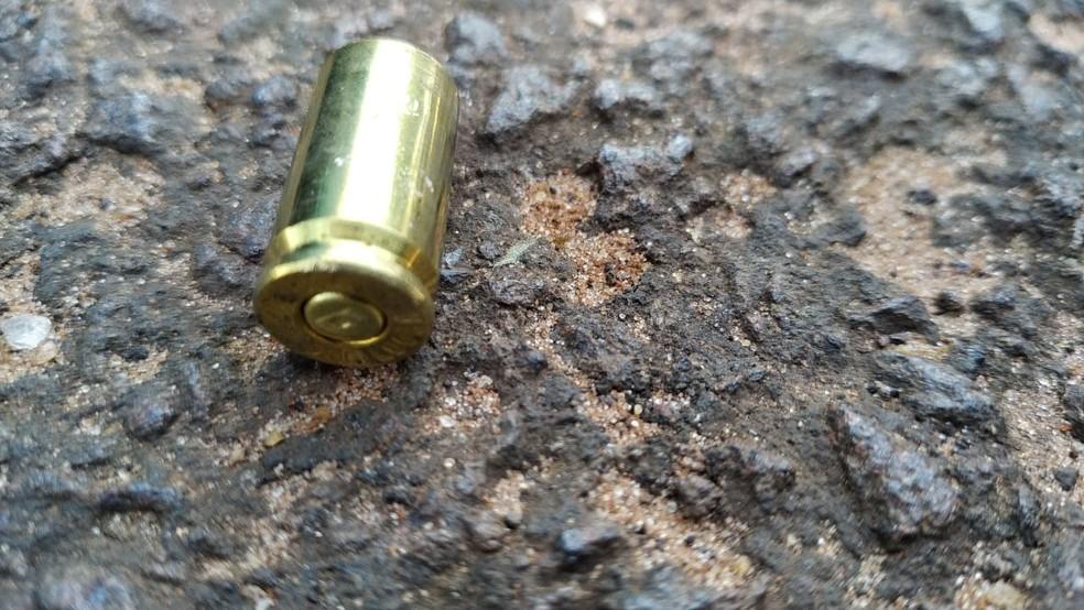 Capsula de 9 mm encontrada na cena do crime — Foto: Polícia Civil/Divulgação