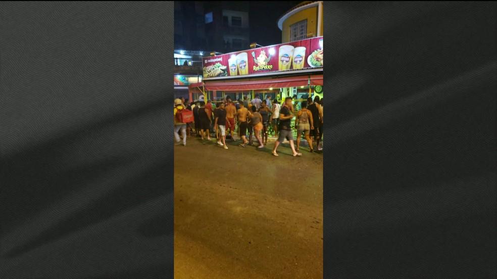 Chacina em bar de Belford Roxo deixa 4 mortos e 9 feridos — Foto: Reprodução/GloboNews