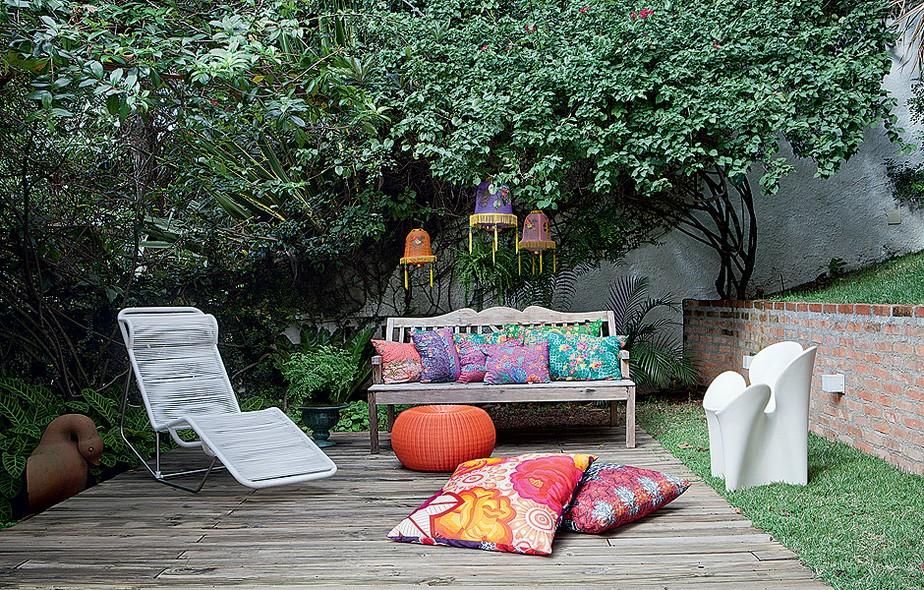 Resultado de imagem para almofadas no jardim