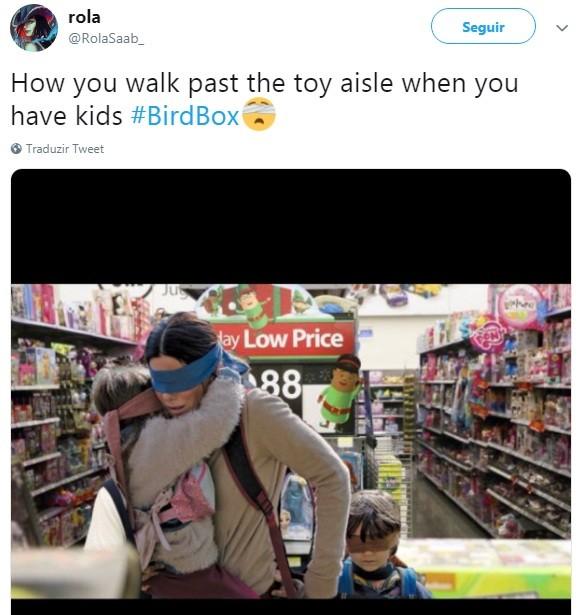 Como você passa pela seção de brinquedos quando tem filhos (Foto: Reprodução Twitter)