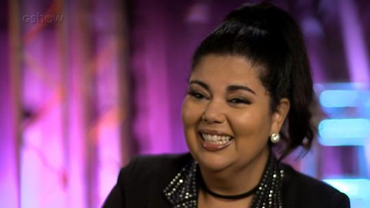 Fabiana Karla se emociona ao relembrar músicas que cantava com os pais