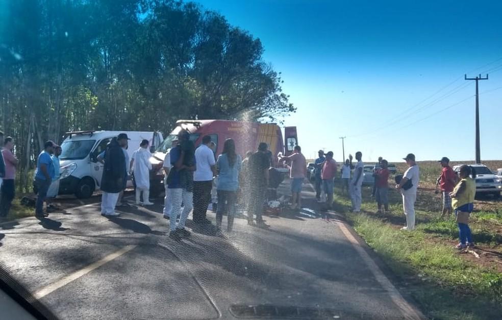 Motociclista morre em acidente com caminhão na PR-489, segundo a PRE (Foto: PRE/Divulgação)