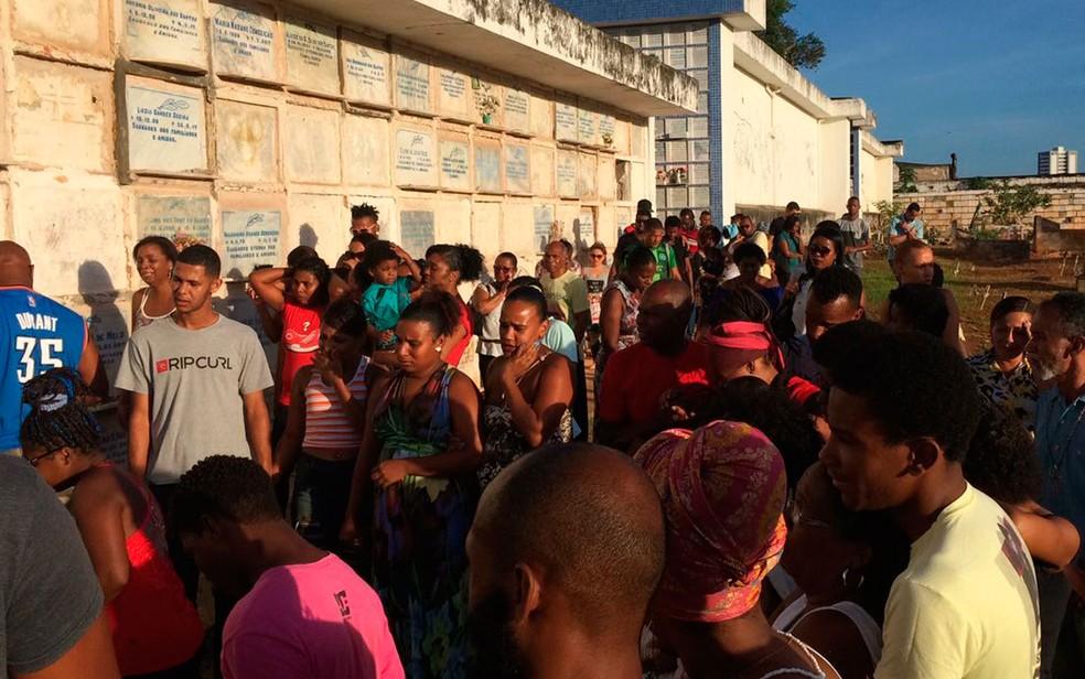 Jogador de basquete foi enterrado na tarde desta terça-feira (7), em Salvador (Foto: Giana Mattiazzi/TV Bahia)