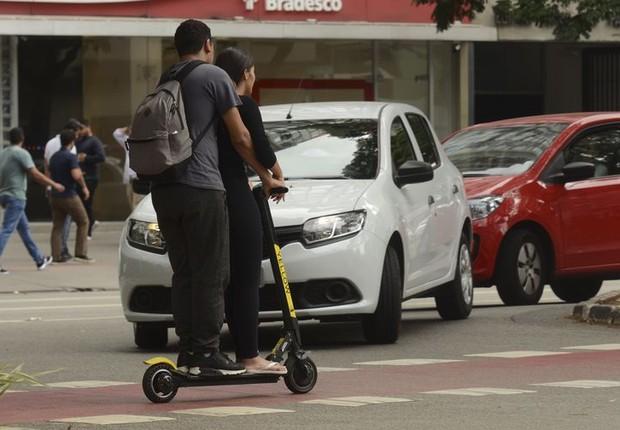 Uso de patinetes elétricos na ciclovia da Avenida Brigadeiro Faria Lima, em São Paulo. (Foto: Rovena Rosa/Agência Brasil)