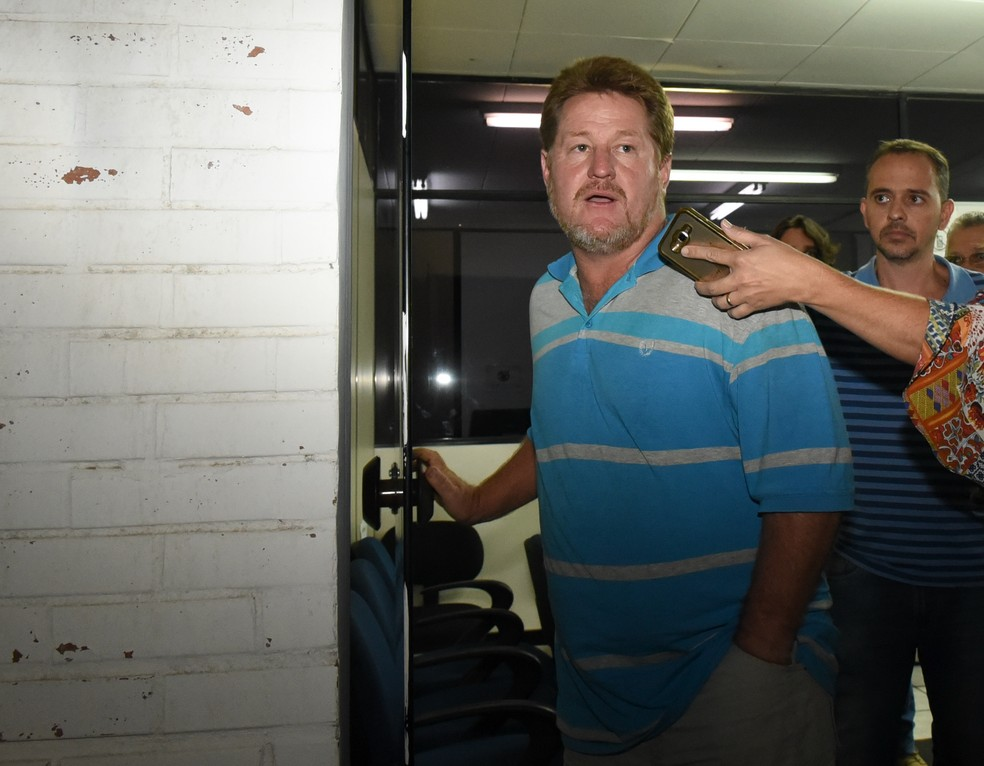 Motorista que causou acidente em Viana foi preso (Foto: Carlos Alberto Silva/ A Gazeta)