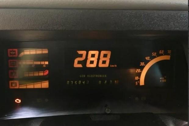Painel digital era comum nos Chevrolet dos anos 90 (Foto: Reprodução)