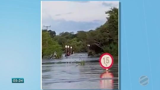 Duas aldeias indígenas estão isoladas após ponte cair em Porto Murtinho, MS