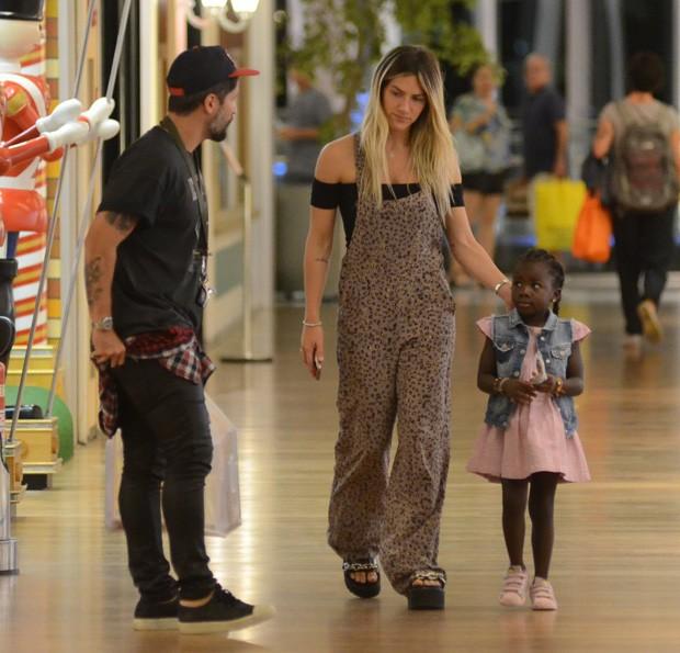 Giovanna Ewbank e Bruno Gagliasso com Titi (Foto: AgNews)