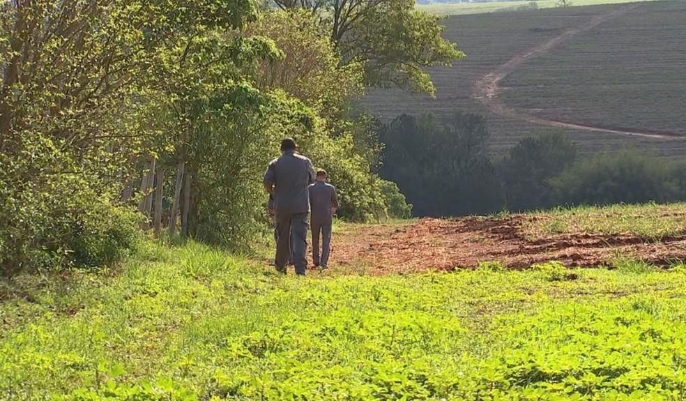 Bombeiros fizeram buscas nesta sexta-feira (20) por crianças desaparecidas em Boituva — Foto: Claudio de Souza/TV TEM