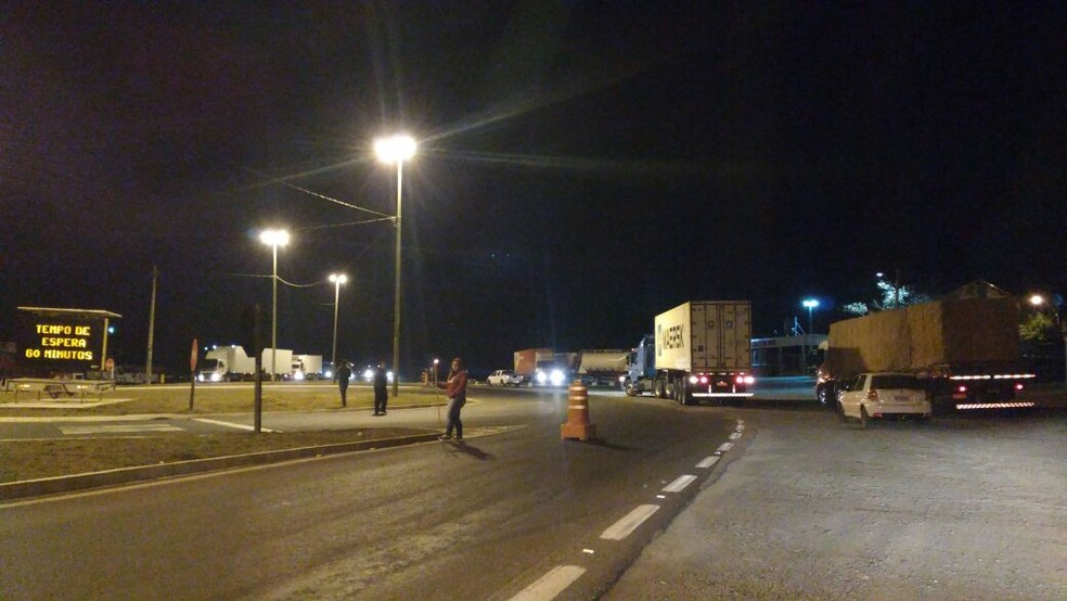 Ato bloqueia ambos sentidos da BR-116 em Santa Cecília (Foto: Autopista Planalto Sul/Divulgação)
