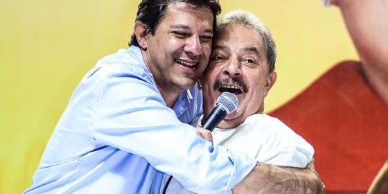 Fernando Haddad com Lula, em 2012. O ex-presidente foi decisivo na vitória (Foto: ALEXANDRE MOREIRA / BRAZIL PHOTO PRESS)