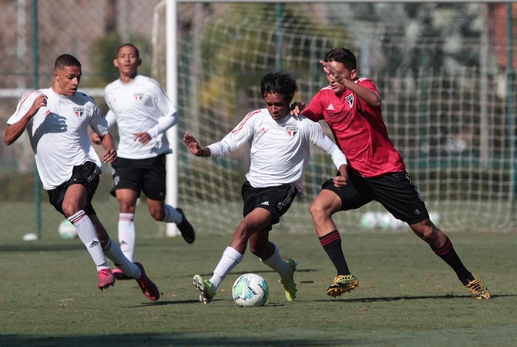 Luizinho, atacante do sub-17 do São Paulo — Foto: Rubens Chiri/saopaulofc.net