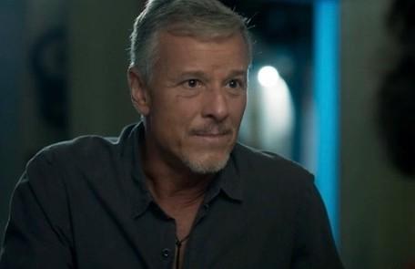 No sábado (30), Sampaio (Marcello Novaes) detonará as bombas no reservatório de Serro Azul. TV Globo
