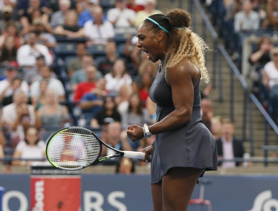 Serena Williams oscila, mas vence estreia e avança às oitavas em Toronto