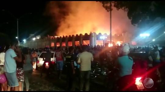 Incêndio destrói mercado municipal de Ipirá, na Bahia; veja vídeo