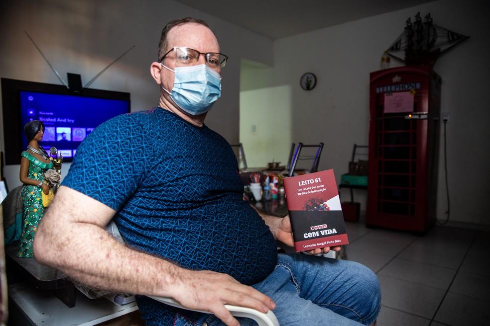 Leonardo Gurgel escreveu um livro relatando seus dias de internação por Covid-19 em Fortaleza. — Foto: Thiago Gadelha/SVM