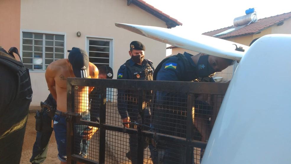 Família foi feita refém durante sequestro; dois suspeitos foram presos — Foto: Jheniffer Núbia/G1