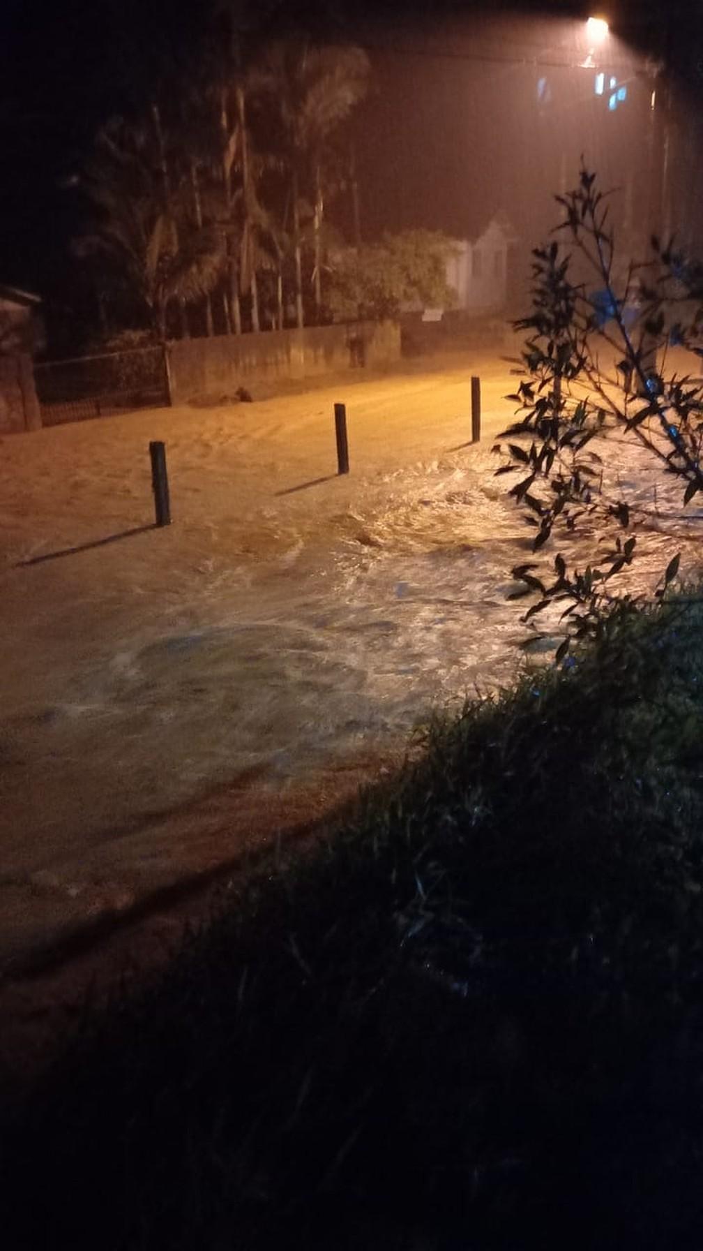 Ruas ficaram alagadas por conda da chuva em Canelinha — Foto: Prefeitura de Canelinha/ Divulgação