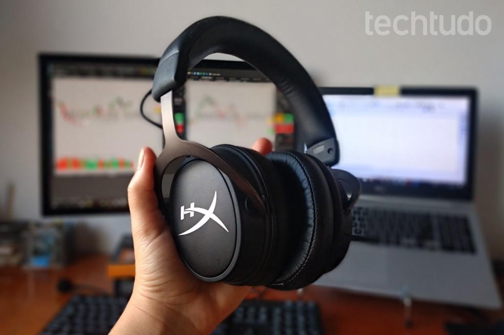 Headset gamer HyperX Cloud Mix tem visual mais 'sóbrio' do que outros fones da marca — Foto: Nicolly Vimercate/TechTudo