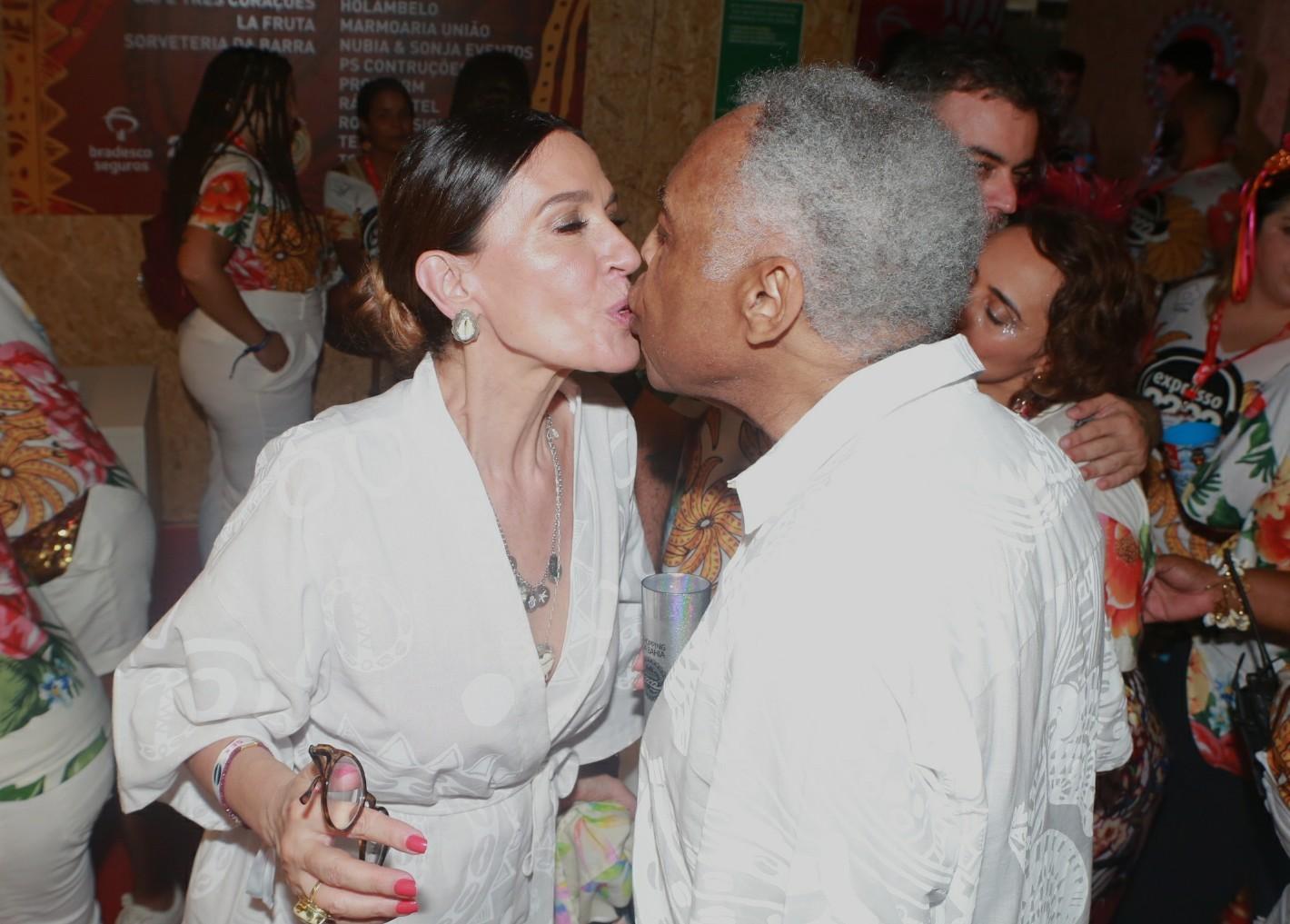 Após revelar que não ia participar do carnaval, Gilberto Gil aparece em camarote de Salvador pelo segundo dia seguido