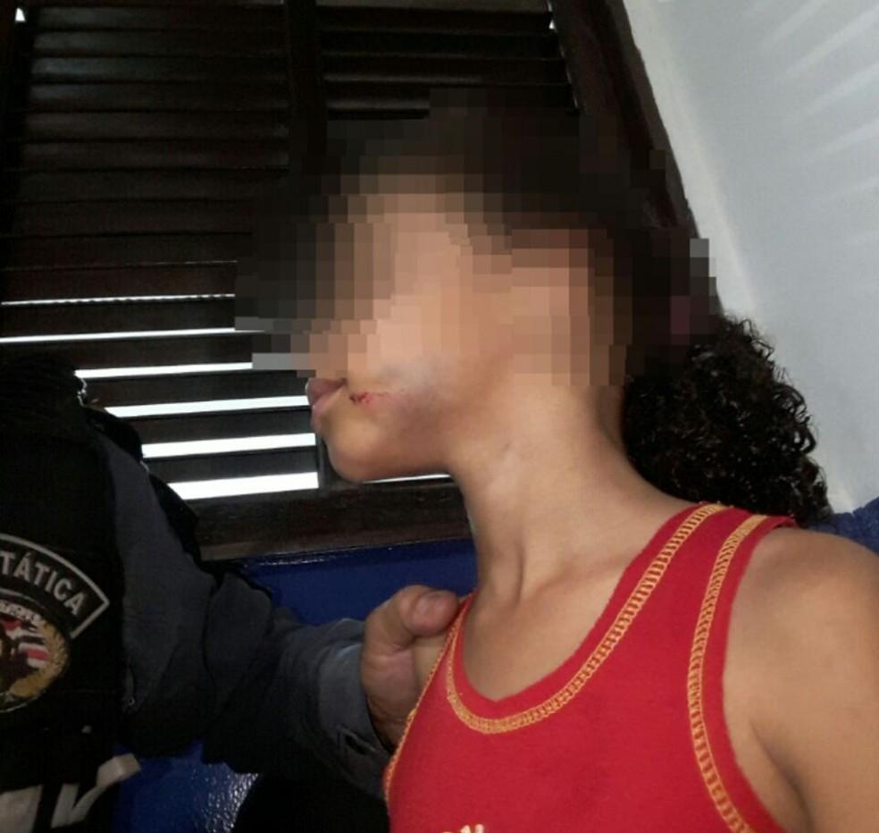 Menina é agredida a pedradas pela mãe em São Luís. (Foto: Divulgação/Polícia Militar do Maranhão)