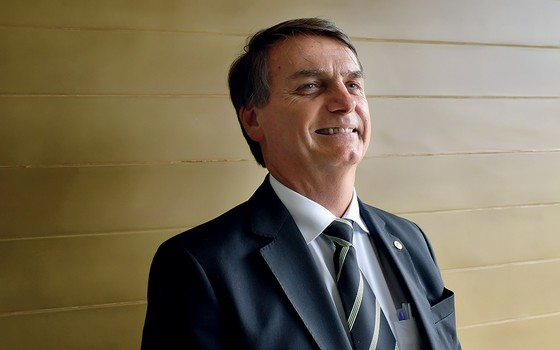 Filho de Bolsonaro apaga tuíte de condolências à família de Marielle