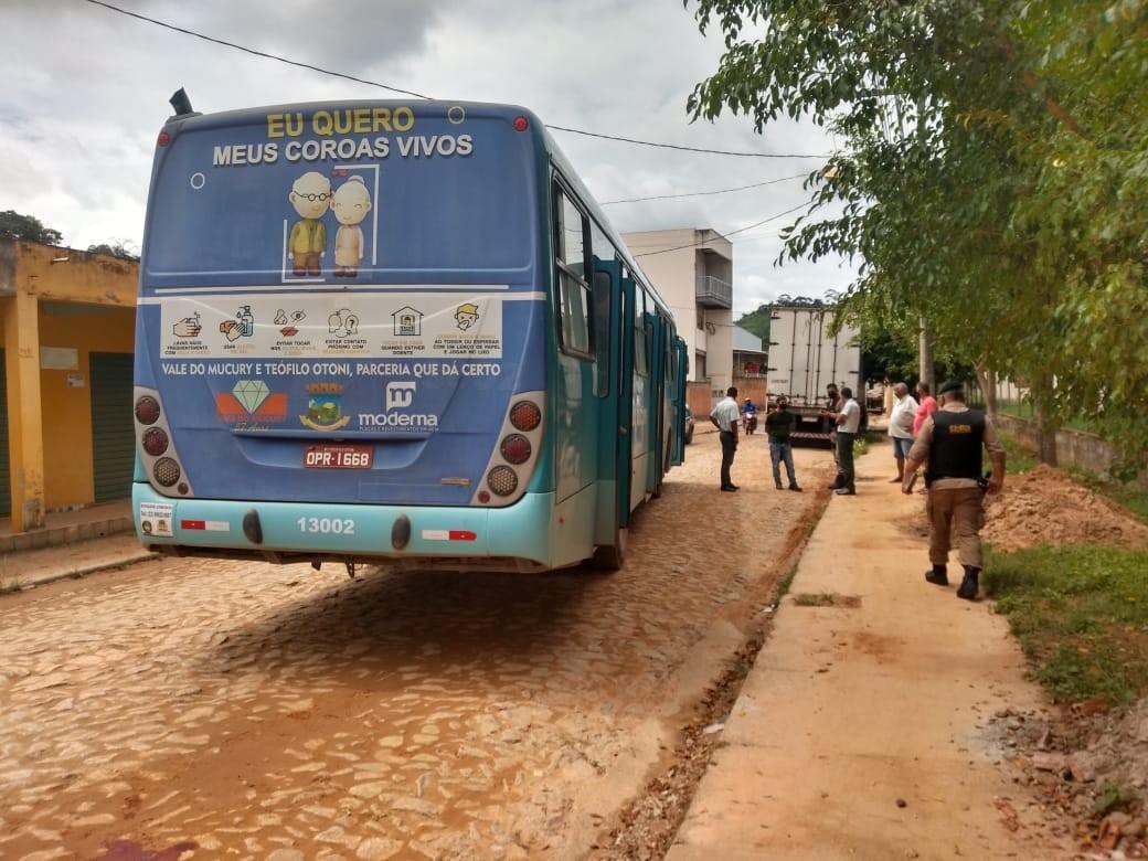 Idosa morre após ser atropelada por ônibus em Teófilo Otoni