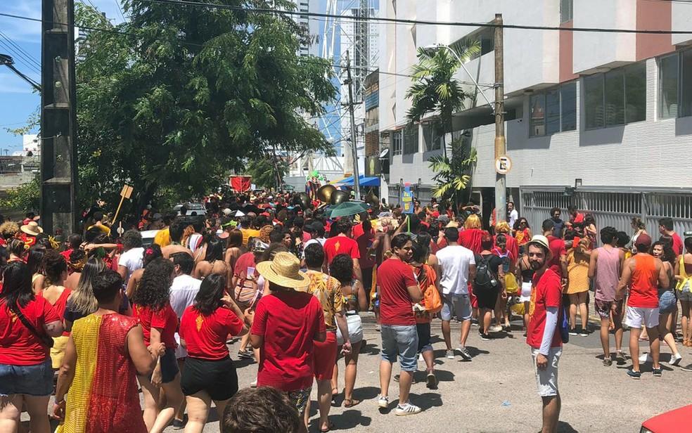 'Eu me vingo de tu no carnaval' tomou ruas do Centro do Recife — Foto: Pedro Alves/G1