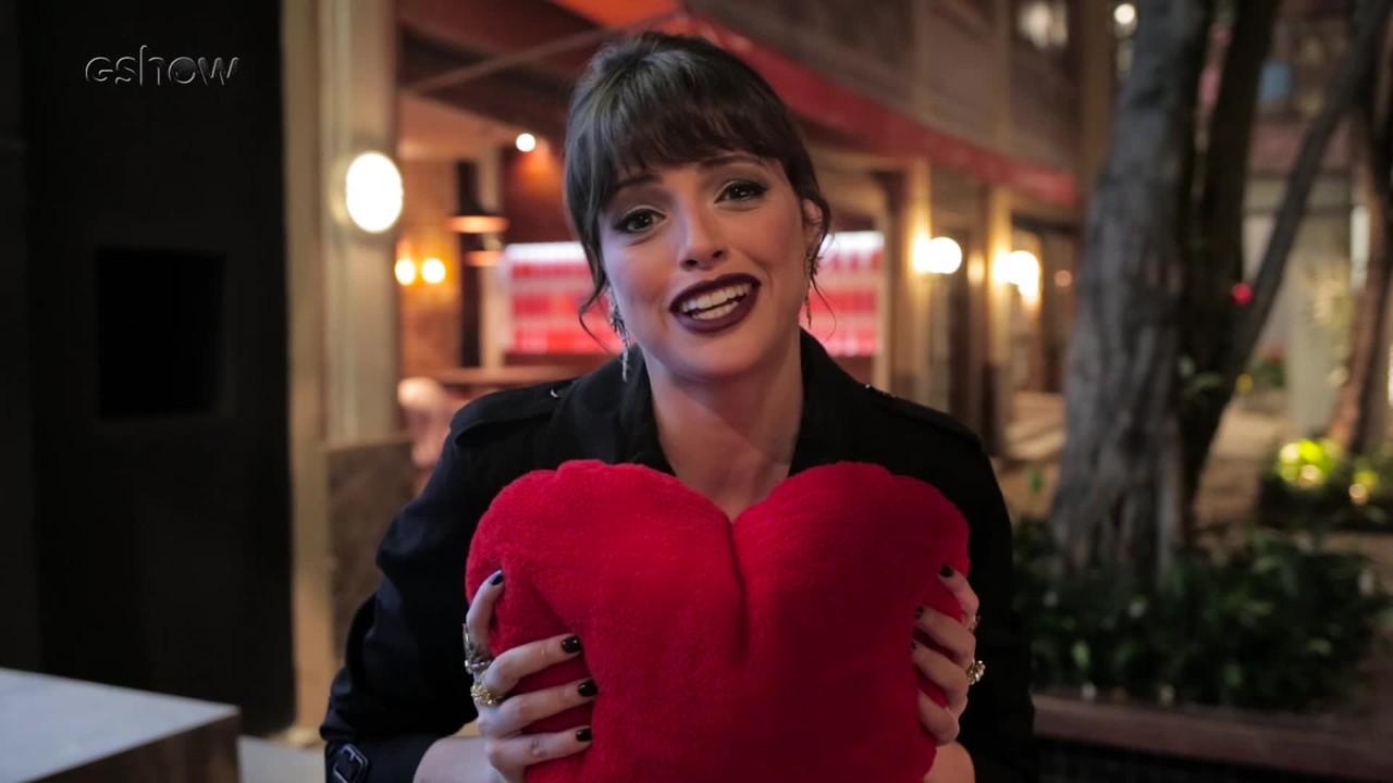 Elenco de 'Haja Coração' se diverte com corrente de amor
