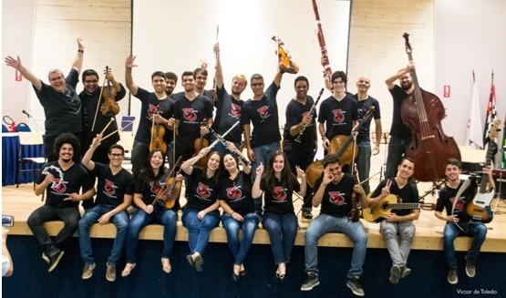 Coral natalino e orquestra se apresentam em shopping de Campinas  - Noticias