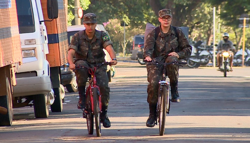 Uso de bicicleta como meio de transporte é muito comum na cidade (Foto: Ronaldo Oliveira/EPTV)