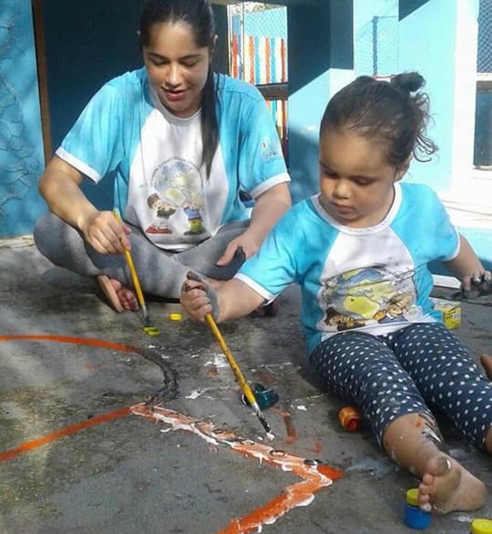 Bruna, mãe de Sara, acredita que informação é muito importante para o processo de aceitação (Foto: Bruna Simões/Arquivo pessoal)