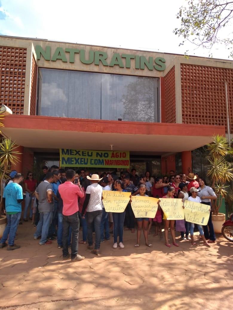 Moradores fazem manifestação contra obra de manutenção em barragem em córrego de Lajeado - Notícias - Plantão Diário