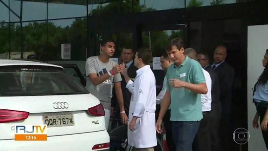 Goleiro ferido em incêndio no CT do Flamengo tem alta