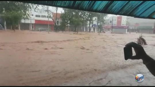 São Carlos: lojistas afetados por chuva há um mês ainda se recuperam de prejuízos