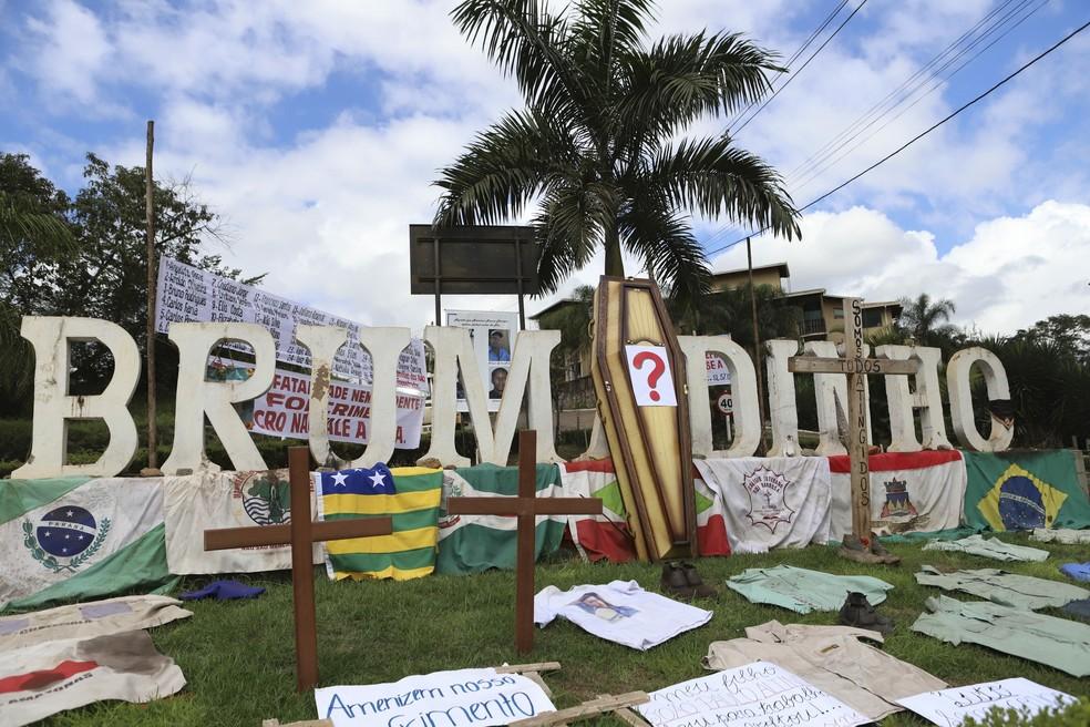 Ato em memória dos mortos em Brumadinho.  — Foto: Ramon Bitencourt/O Tempo/Estadão Conteúdo