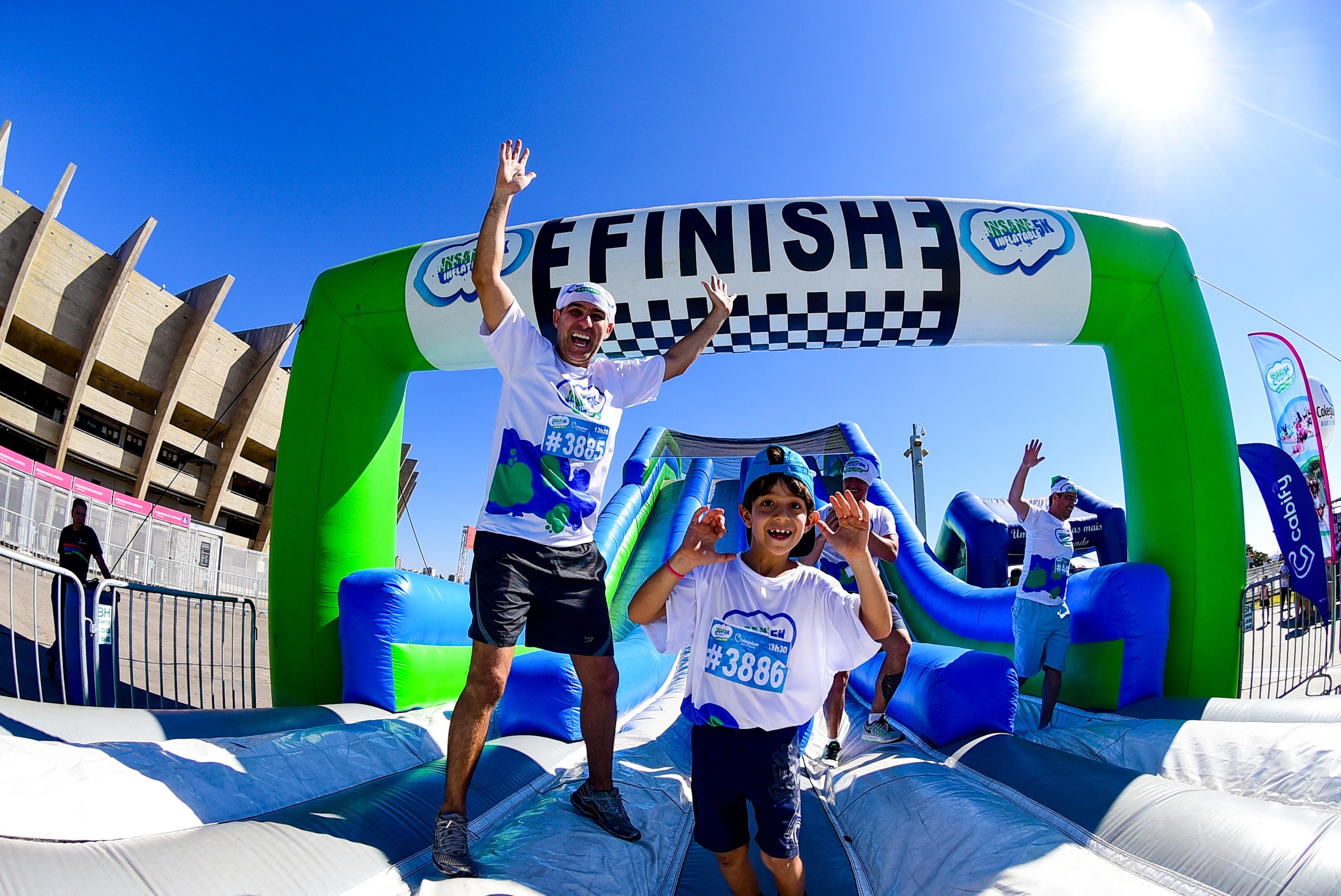 Chegada da corrida de obstáculos de 2017: diversão em família