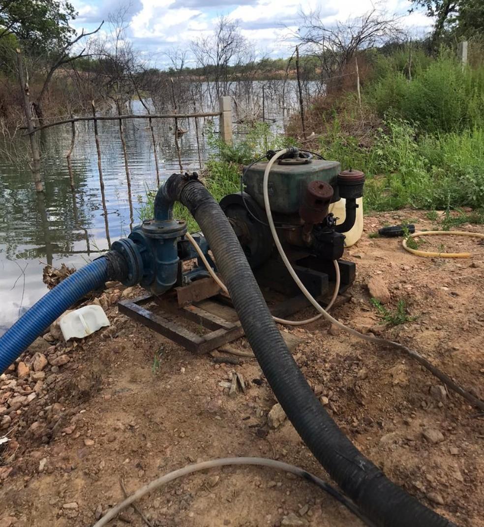 Bomba utilizada para desviar água da transposição para o sítio do prefeito de Salgueiro — Foto: Polícia Federal / Divulgação
