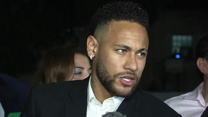 Neymar fala após prestar depoimento na delegacia da mulher em São Paulo — Foto: GloboNews/Reprodução