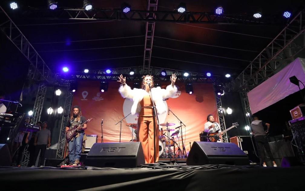 Cantora Priscilla Alcântara se apresenta na Sé em show da Virada Cultural — Foto: Fábio Tito/G1
