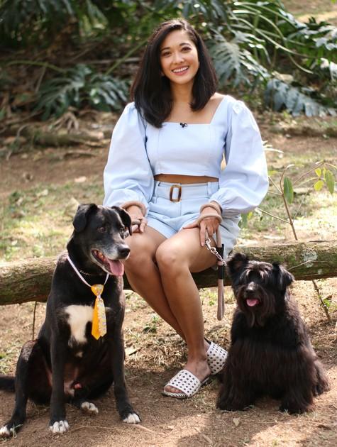 Jacqueline Sato posa com bichinhos de estimação (Foto: Lucas Ramos)