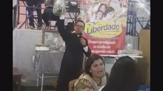 'Estou feliz', diz idoso que doou pacote de macarrão arrematado por R$ 12 mil em Ituverava, SP