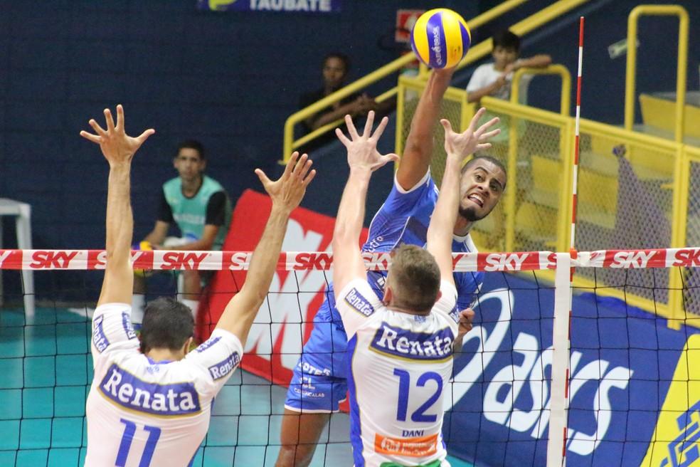 Lucarelli é a aposta do Cruzeiro para substituir Taylor Sander — Foto: Rafinha Oliveira/EMS Taubaté Funvic