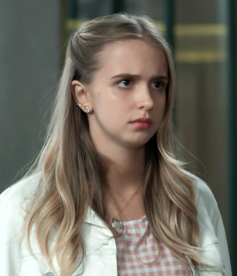 Clara (Isabella Scherer) dá mais uma chance a Malu (Daniela Galli) em 'Malhação - Viva a Diferença' — Foto: Globo