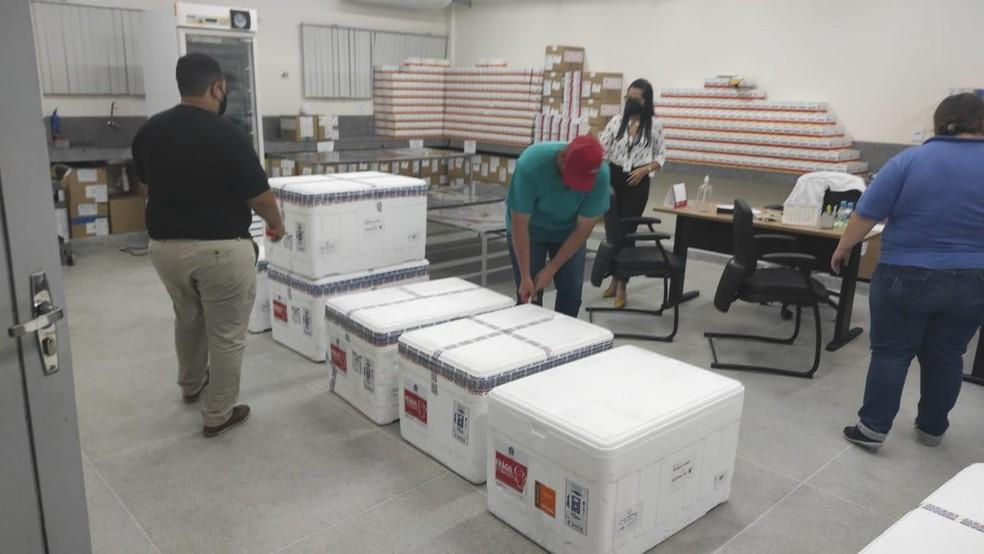 Vacinas contra a Covid-19 serão distribuídas para os municípios paraibanos nesta sexta-feira (9) — Foto: SES/Divulgação