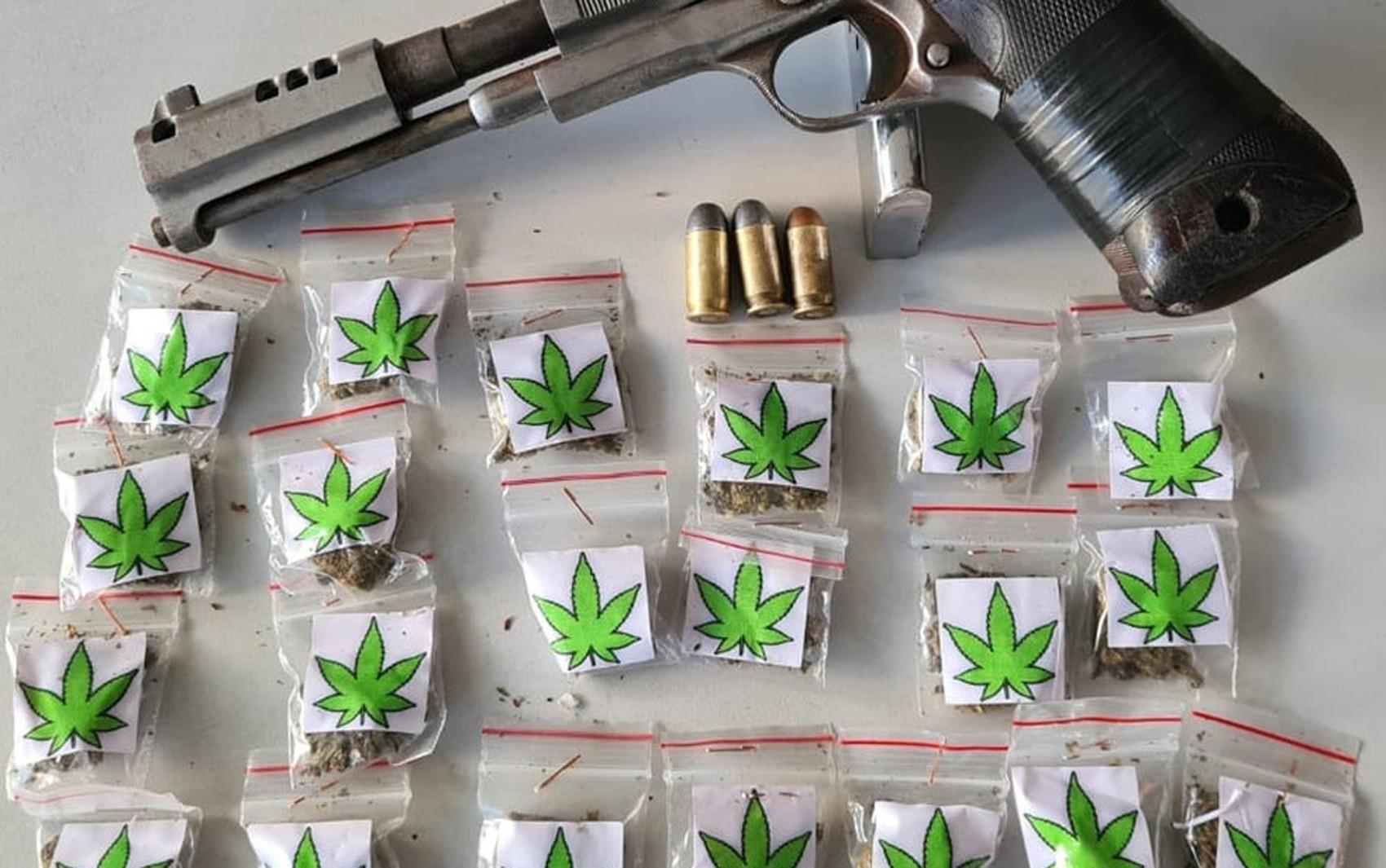 Suspeito de tráfico de drogas morre em confronto com a PM em Pernambués; arma e drogas são apreendidas