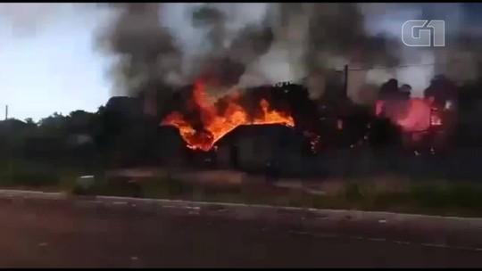 Casas são destruídas por incêndio em povoado no norte do estado; veja vídeo