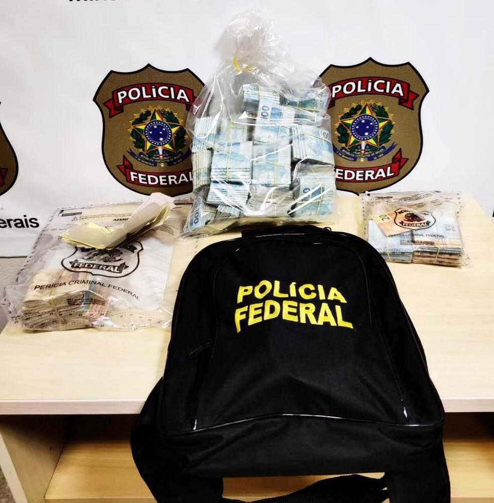 Dinheiro foi apreendido pela polícia — Foto: Polícia Federal/Divulgação