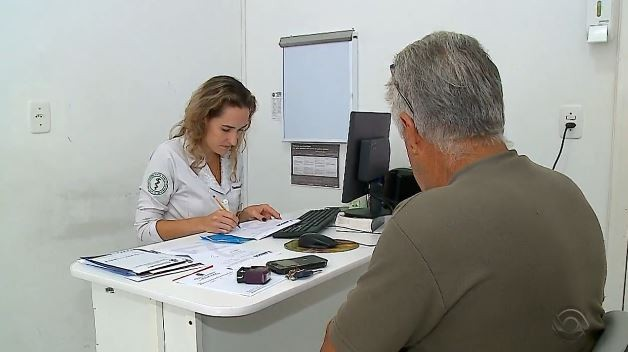 Mais Médicos: ministério adia prazo para formados no exterior escolherem  municípios